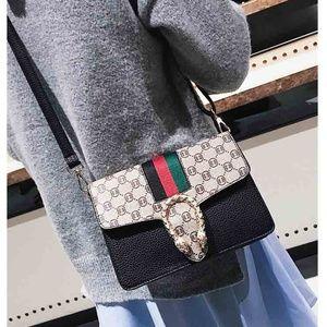 Woman's fashion luxury handbags!